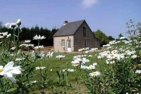 La Maisonnette, Mont St Michel bay - Champcervon - Casa