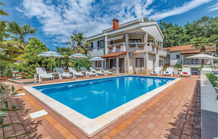 Amazing home in Porec with WiFi and 2 Bedrooms