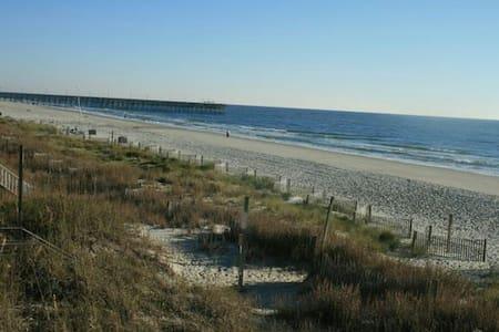 Ocean Front Beach Home - Surfside Beach - Talo