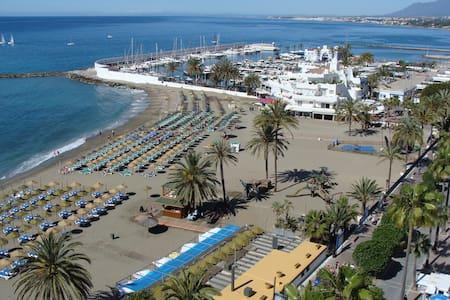 Seafront estudio in Marbella