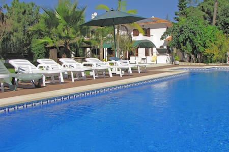 Spacious villa with pool and garden - Aroeira