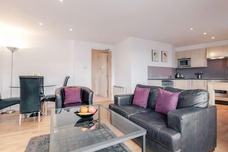 Oaks Square - Epsom - Apartment