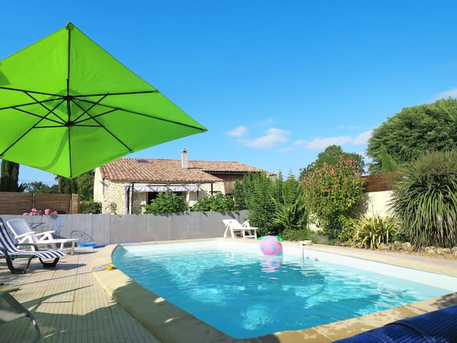 Lovely holiday house Tuilières with pool