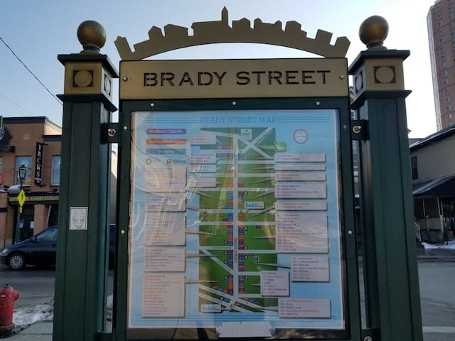 Brady St 3 Bed DT Retreat, Discounts Available!