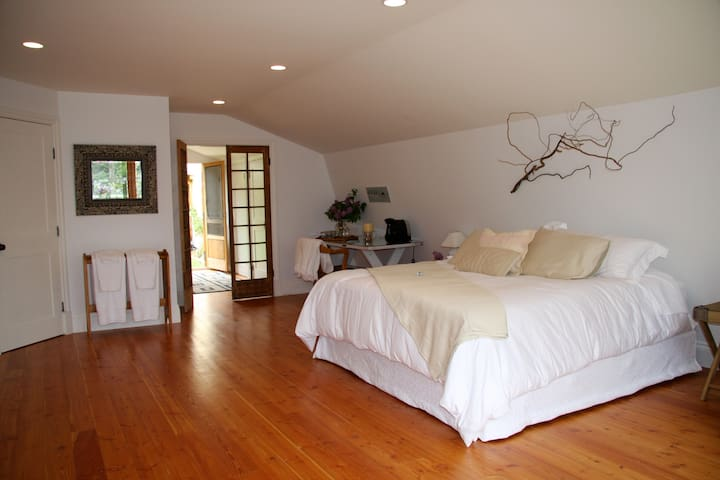 Private! Romantic Luxury Studio  - Penticton - Leilighet