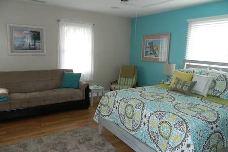 Spacious private getaway for two!!! - Ocean Isle Beach - 独立屋