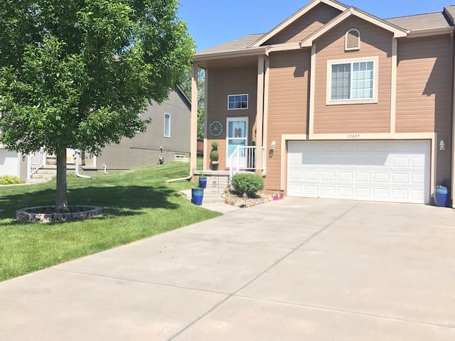 Suburbia: Close to Downtown, Zoo, CWS