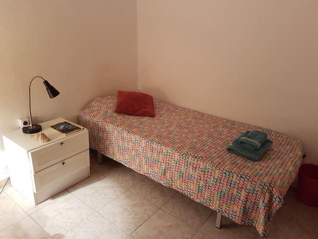 Cosy single room in the heart of Barcelona