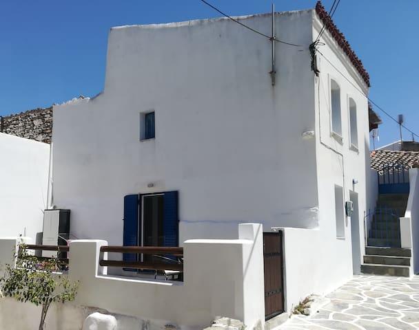 Δρυοπίδα Κύθνου Ισόγειο σπίτι σε κεντρικό σημείο.