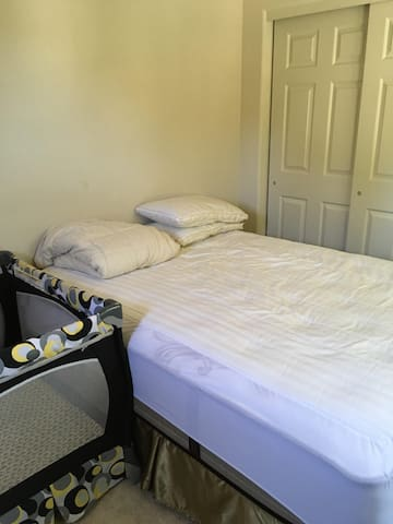 Bedroom in private house - Pleasanton