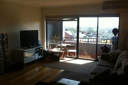 Sunny Sydney Park Apartment