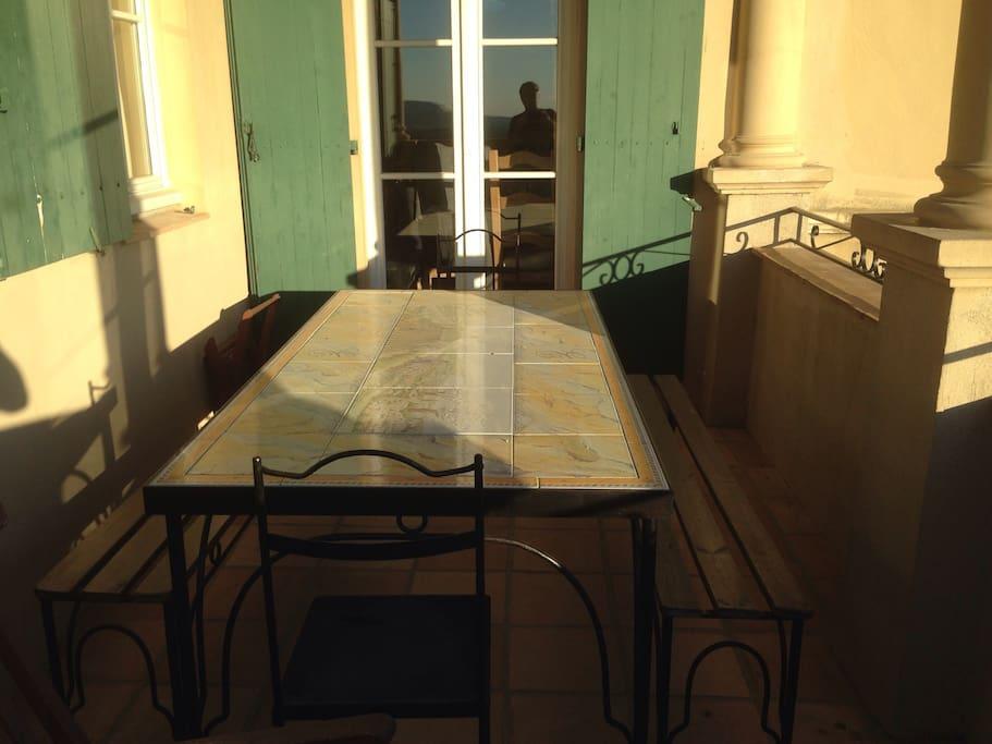 Terrasse avec table 8 personnes