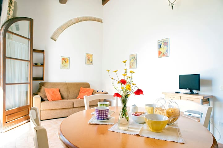 APARTMENT WITH POOL NEAR THE SEA - Cecina - Byt