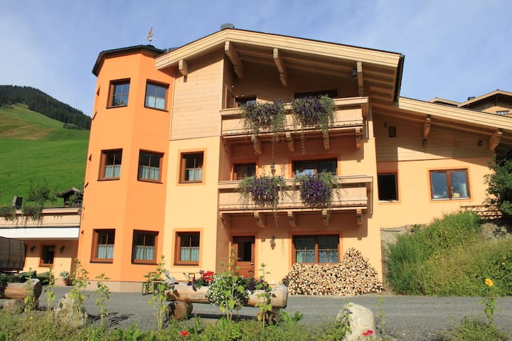 Spacious Holiday Home in Saalbach-Hinterglemm near Ski Area