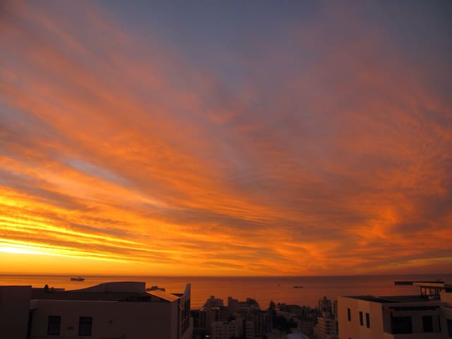 Sun-Drenched 1Bedroom Sea Point Signal Hill Dream