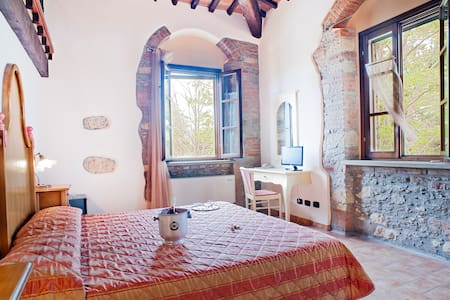 CHARMING ROOM WITH POOL - Cecina