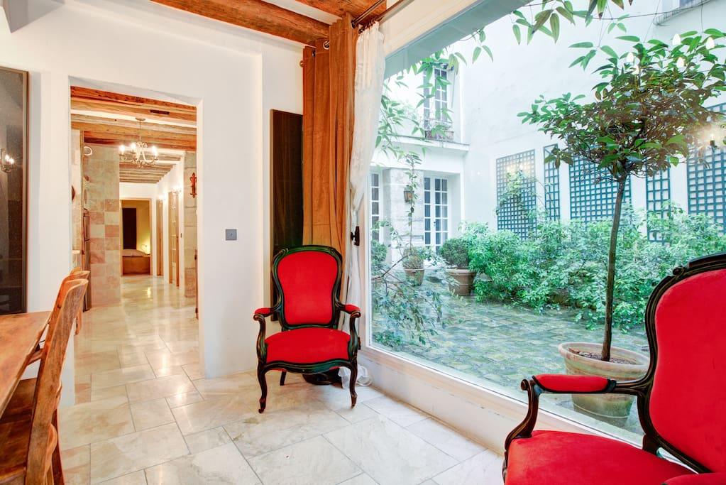 Notre dame romantique 2 chambres apartments for rent in for Chambre romantique paris
