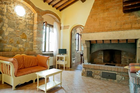CHARMING APARTMENT WITH POOL - Cecina