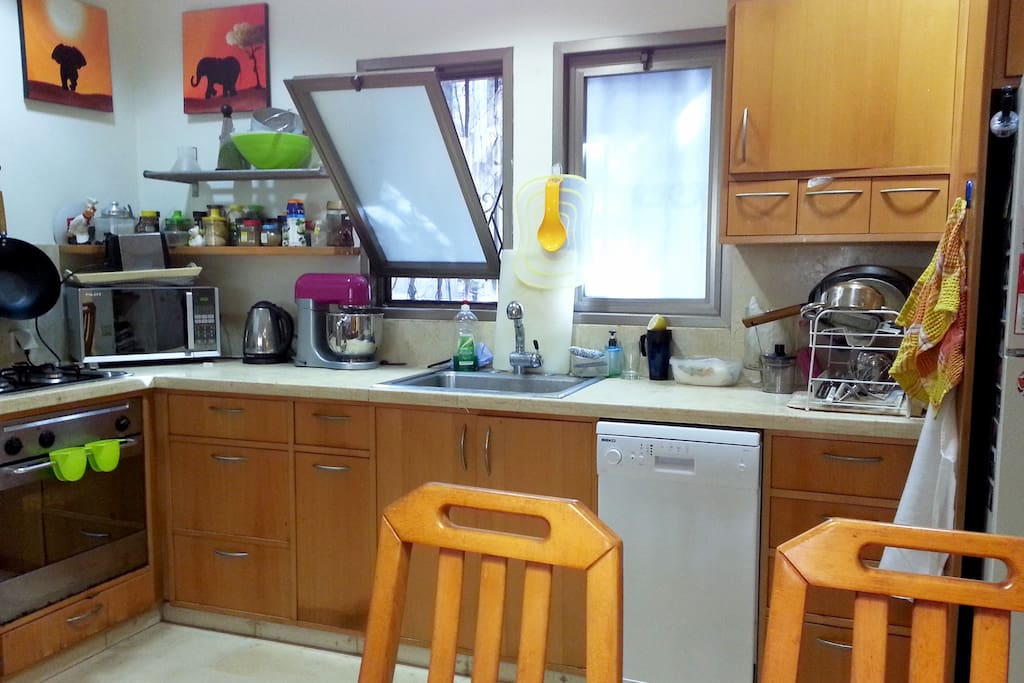 Very comfortable kitchen that is fully equiped - Fridge, Oven, Gas stove, microwave oven & more