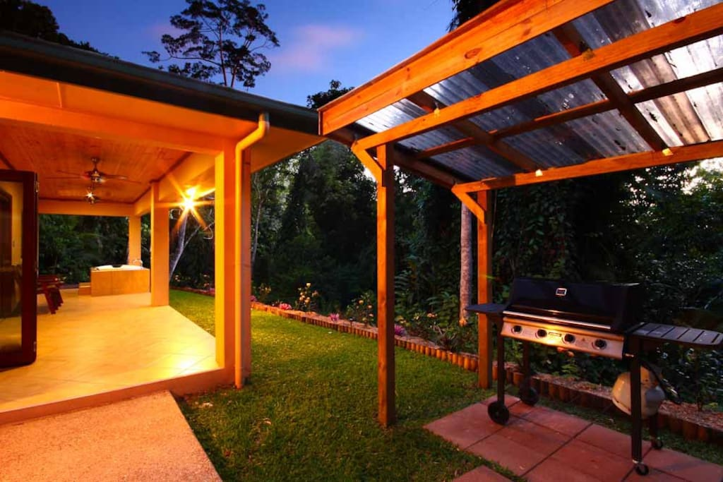 Night view of Barbeque, garden and Outdoor Spa
