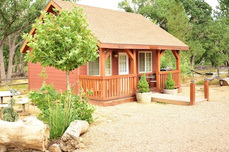 Cabin for 2-King Bed-Breakfast-Day Trips Zion/Bryce/N.Rim GC!