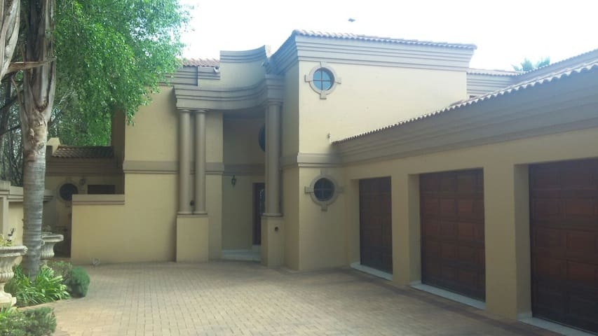 Quaint cottage, separate from house - Germiston - Apartmen