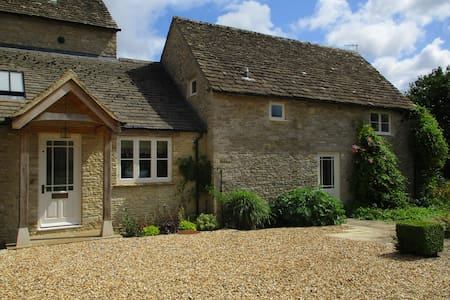 Private Room in Beautiful Old Cotswold Farmhouse