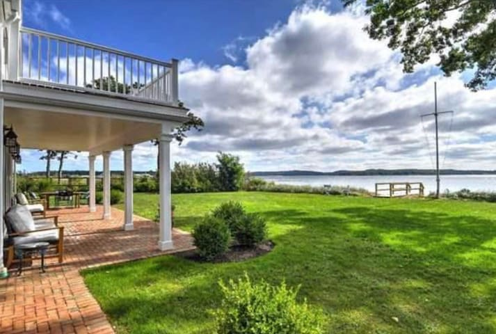 Nautical North Fork Bayfront Home - Walk to Town!