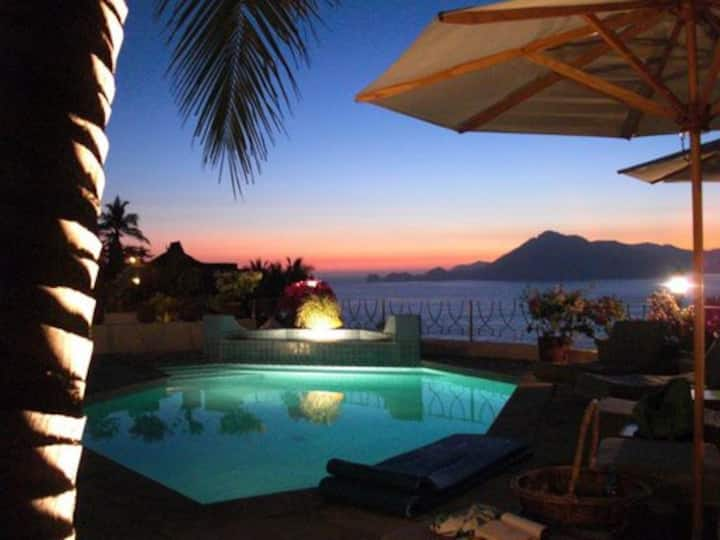 Ocean Front Villa, evening sunsets & warm breezes