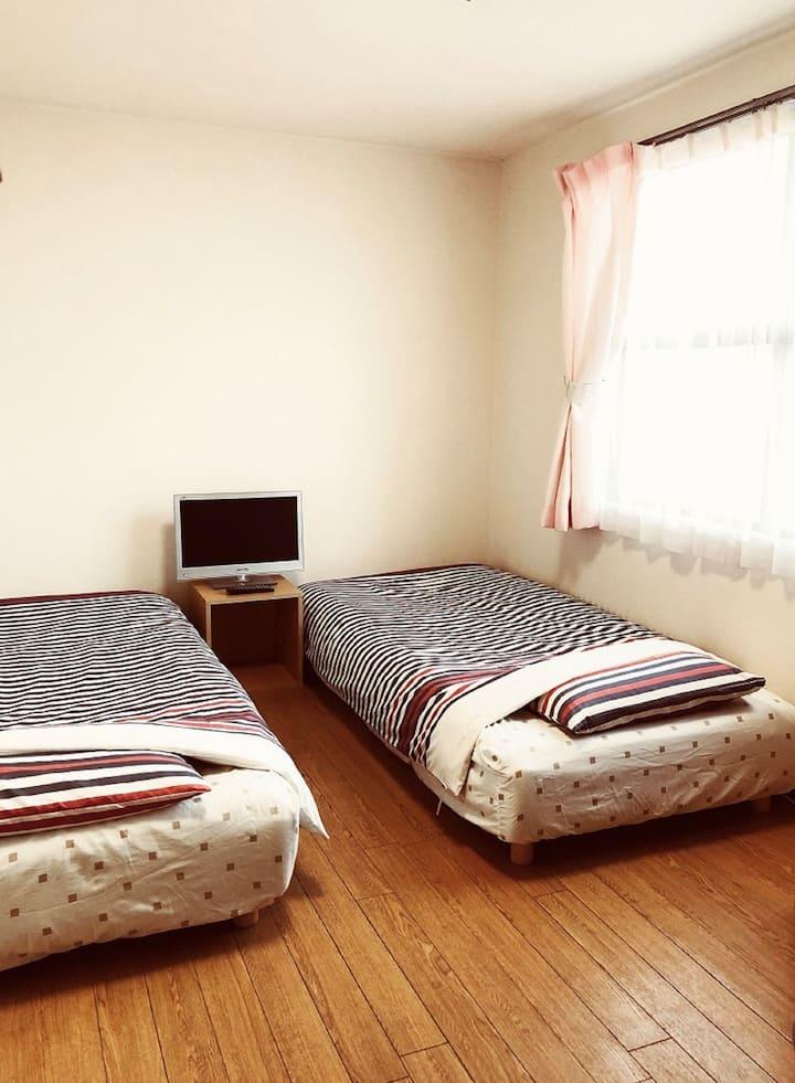 Gojyo Ivy studio apartment  twin bed 03