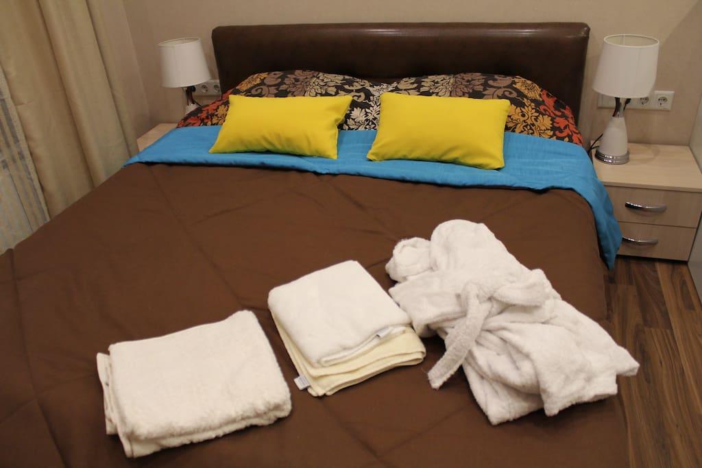 Постельное белье, халаты, полотенца из хим чистки.