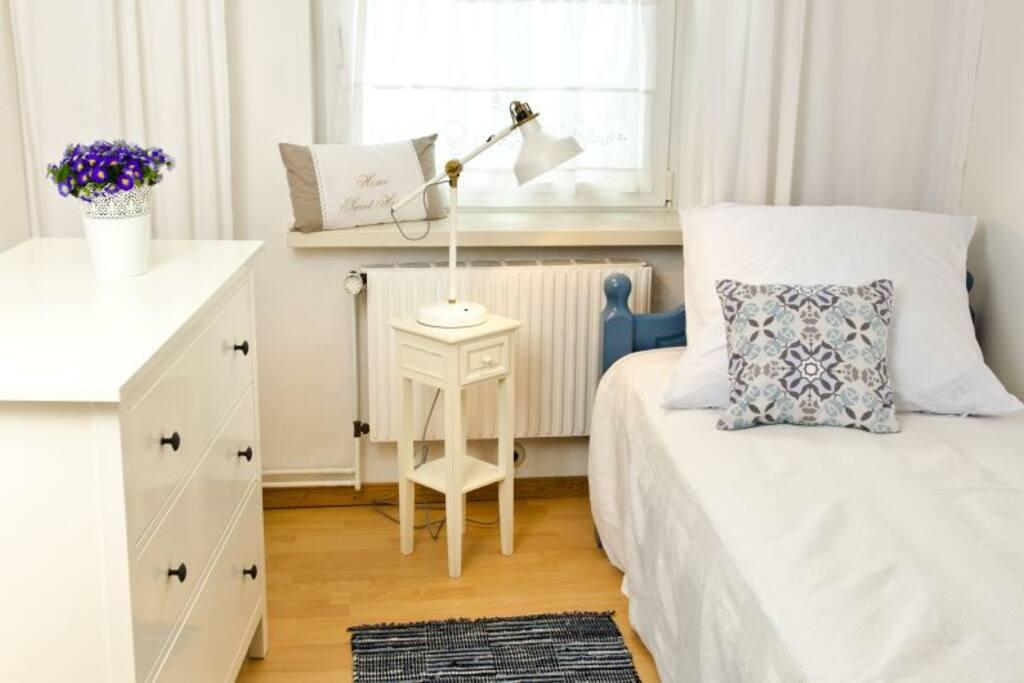 Zimmer mit einem Einzelbett