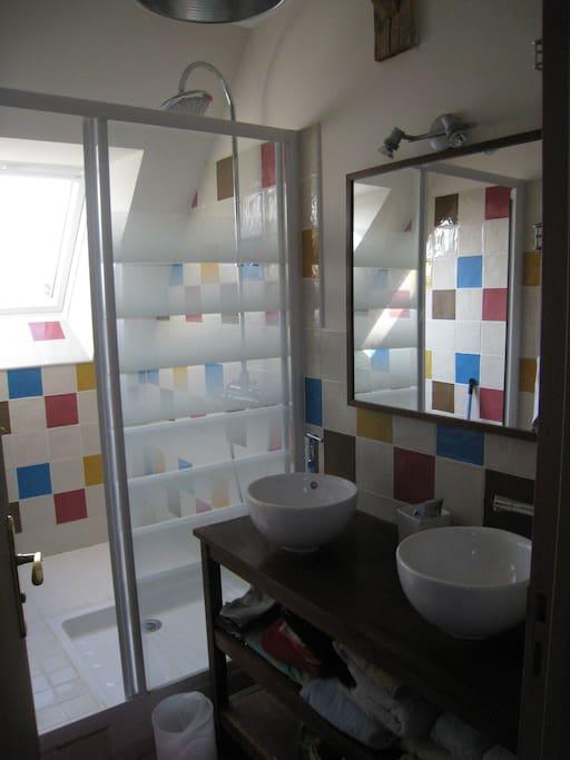salle d'eau à partager avec les autres chambres dhotes