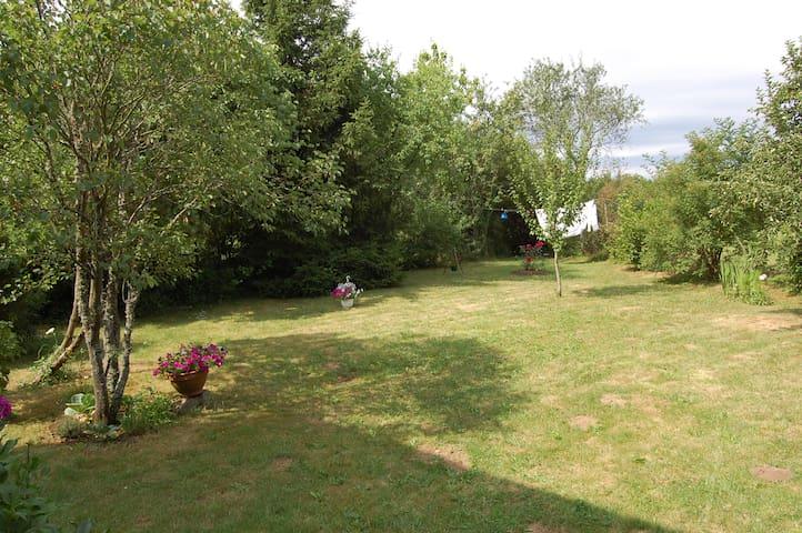 Maison de pierre et de bois - Sainte-Colombe-des-Bois