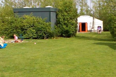 Luxe kamperen in een geweldige yurt - Nieuwerkerk - Khemah Yurt