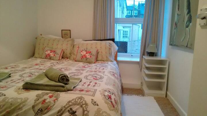 Cosy double room in quiet townhouse