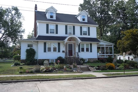 2 Bedrooms in Charming Colonial