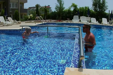 Apartment with swimming pool near the beach - Sunny Beach - Appartement