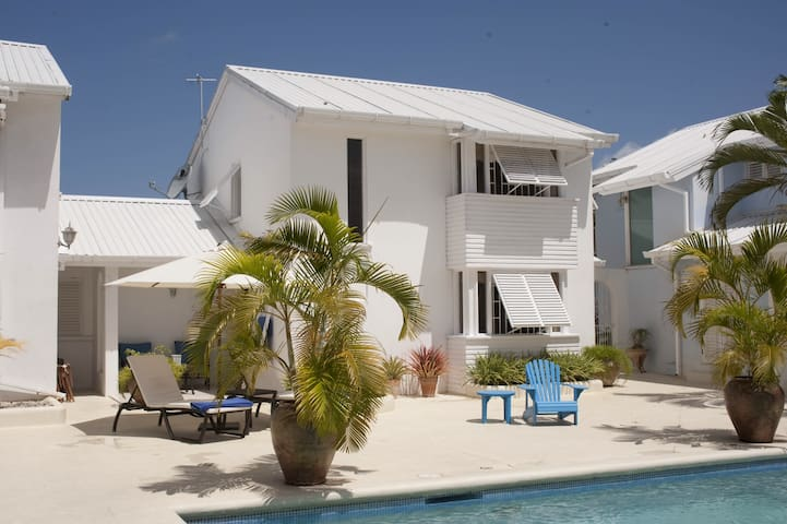 Luxury townhouse only 10 minutes from the beach!