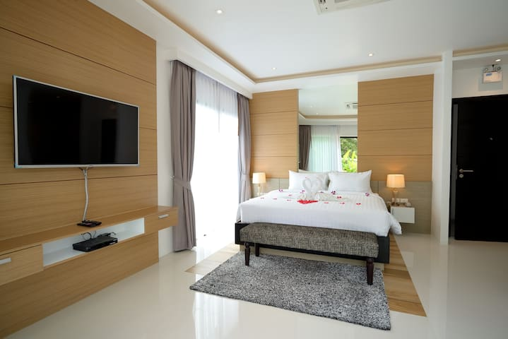 Double bed with Luxury Style