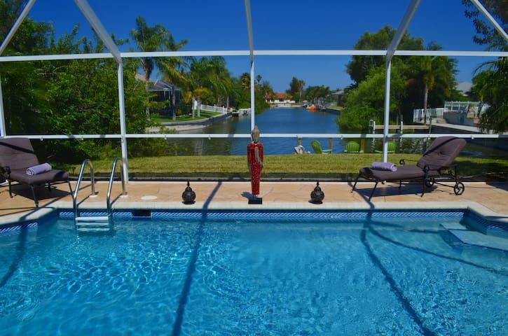 Luxury villa with dock & waterwiev - ケープコーラル - 別荘