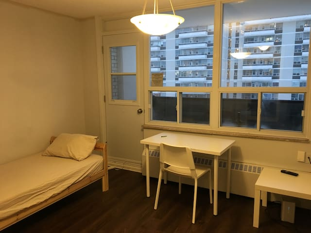 Midtown Location, 4 Min Walk to Station