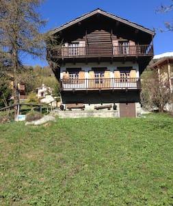 Chalet con giardino indipendente... - Antagnod - Cabin