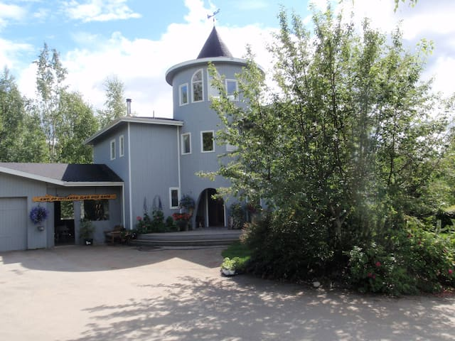 Happy Trails B&B AK WILFLOWER ROOM - Big Lake - Bed & Breakfast