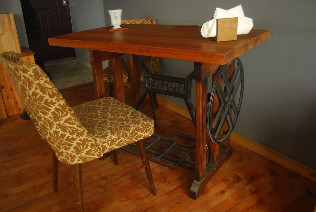 stół z maszyny do szycia