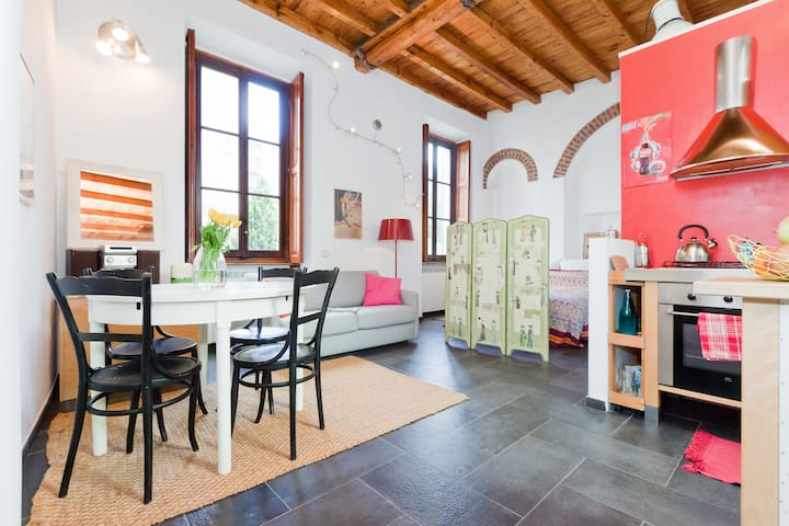 Lovely loft on Navigli, fast wifi