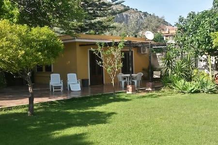 rose's cottage (800 mt dal mare) - Palermo