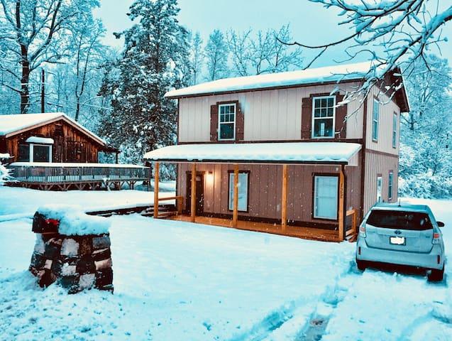 Luxurious Mountain Retreat! Comfort-style-access!