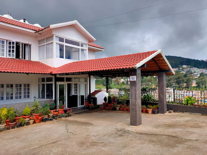 Cosy Stay for a Couple in the heart of Ooty