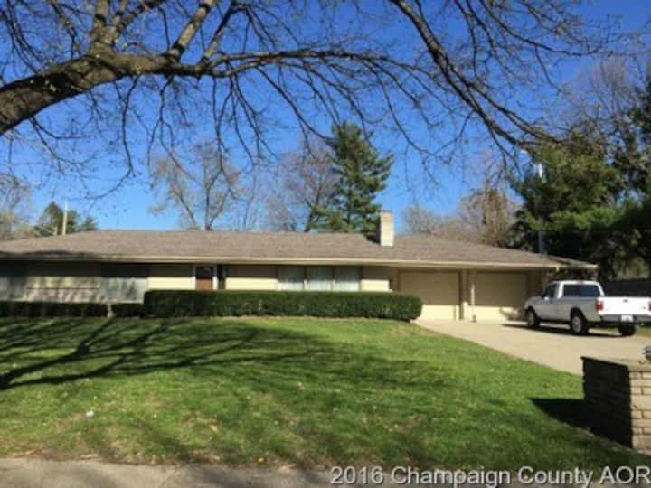 Lovely ranch home close to U of I.